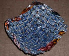 basket dark blue velvet trim .jpg (29223 bytes)